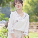 Retro Floral Embroidered Blouse