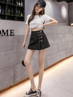 Chaeyoung- Twice Black Mini Skirt With Pins (4)