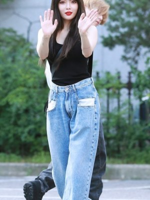 White Pocket Straight Pants | Hyuna