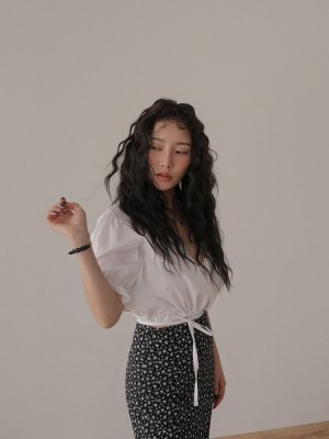 Irene- Red Velvet White Puffed Sleeve Top (27)