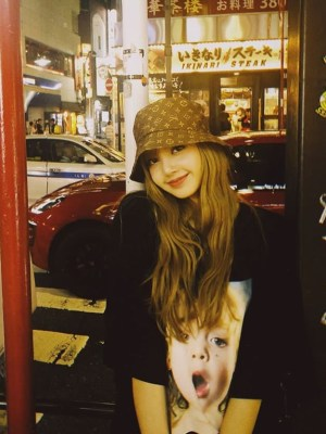 Baby Face Print Oversized T-Shirt | Lisa -BlackPink