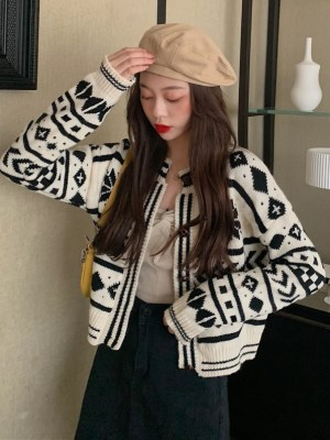 Chaeyoung – Twice Geometric Patterned Knit Cardigan (12)
