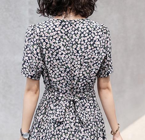 Floral Print V-Neck Dress | Lisa – BlackPink