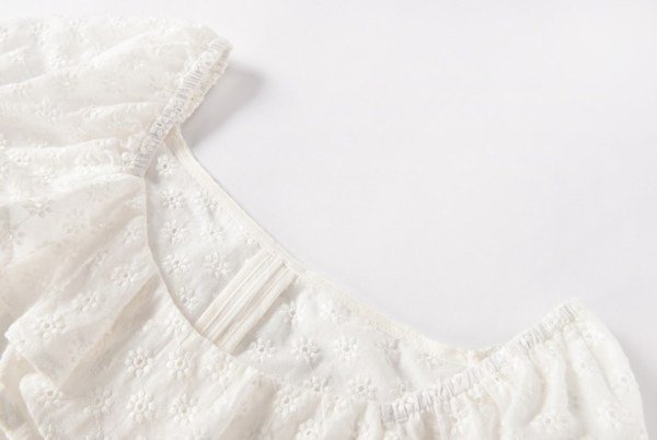White Ruffled Blouse With Embroidery | Minnie – (G)I-DLE