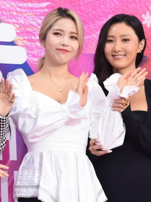 White Irregular Hem Top | Solar- Mamamoo