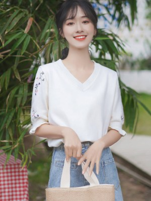 Floral Embroidery Designed T-Shirt (5)