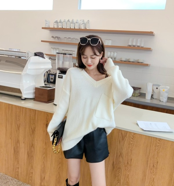 White Oversized Sweater | IU