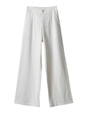 IU – White Wide-Leg Pants (8)