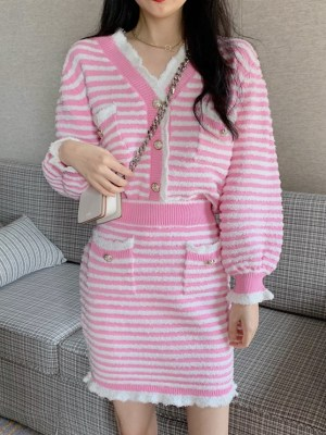 Jennie – BlackPink Pink and White Striped Two-Piece Suit (30)