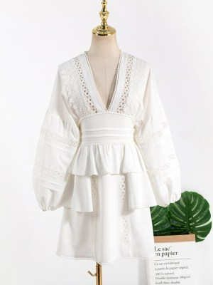 Ko Moon‑Young – It's Okay Not To Be Okay White V-Neck Lace Dress (4)