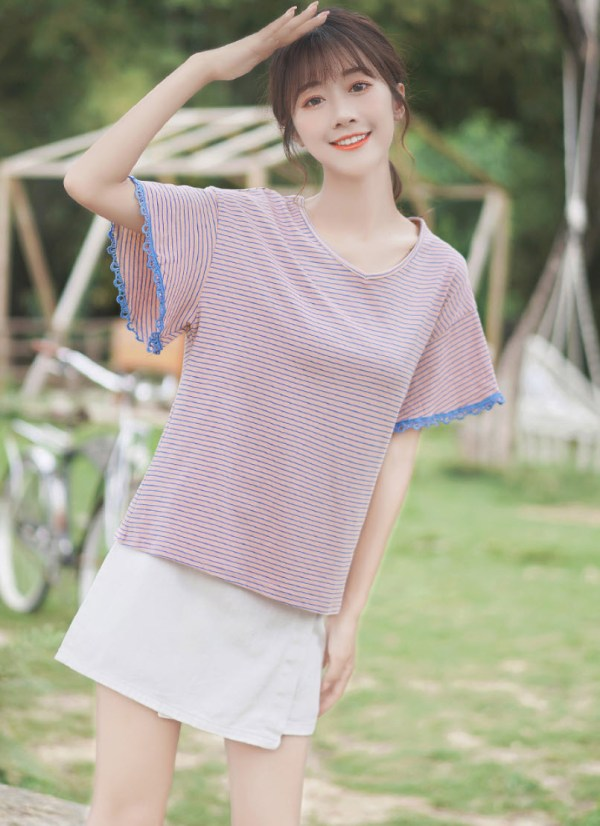 V-Neck Striped Lilac T-Shirt With Lace Trimmings