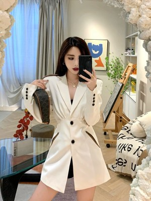 Jisoo -BlackPink Creamy White Cut-Out Waist Suit (19)