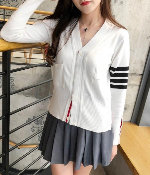 White V-Neck Cardigan With Stripes | Moonbyul – Mamamoo