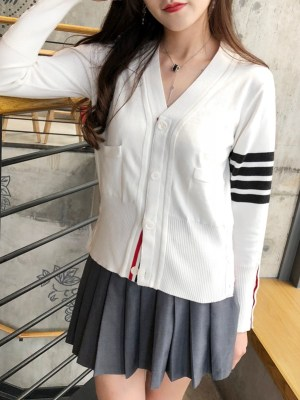 Moonbyul – Mamamoo White V-Neck Cardigan With Stripes (5)