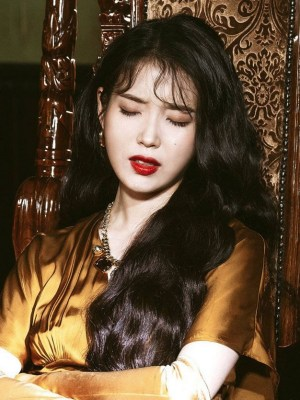 Brown Retro Dress With Bead Details | IU – Hotel Del Luna
