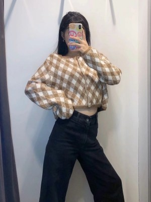 Jennie – BlackPink Brown and White Check Patterned Cardigan (9)
