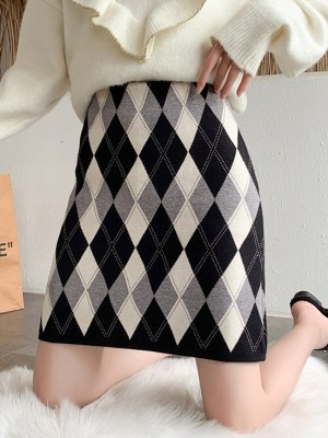 Lisa – BlackPink Argyle Patterned Skirt (27)