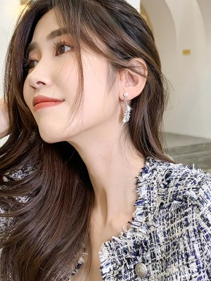 IU – Hotel Del Luna Silver Feather Pearl Earrings (4)
