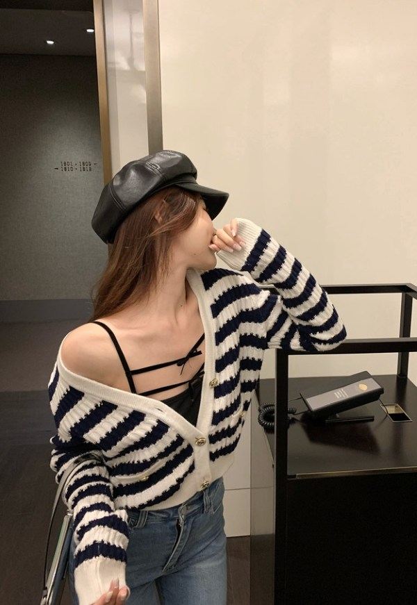 Stripe Patterned V-Neck Button Cardigan | Jennie – BlackPink