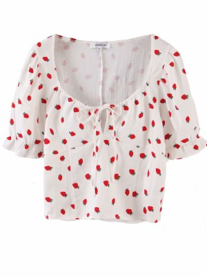Jihyo – Strawberry-Print Puff Sleeve Crop Top (3)