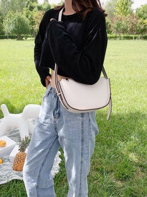 Lim Joo Kyung – True Beauty White Crossbody Bag (1)