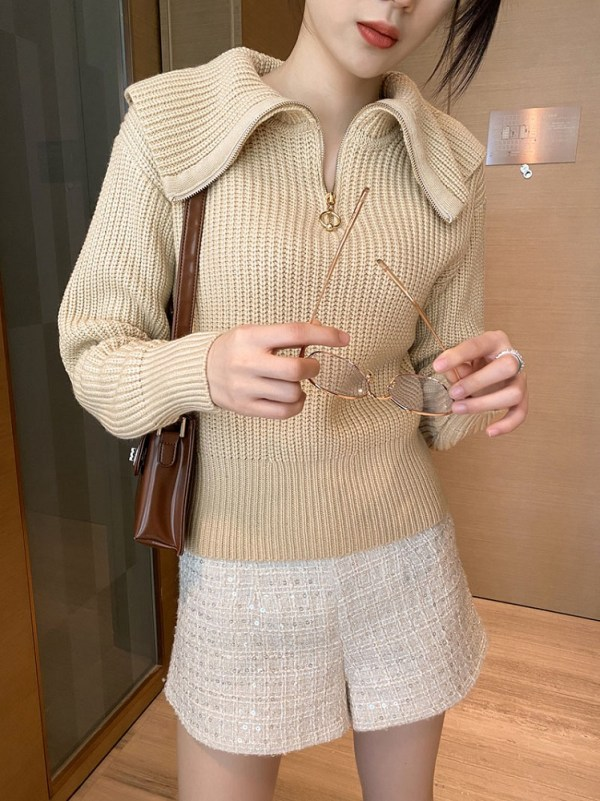Beige Wide Collared Sweater With Zipper | Miyeon – (G)I-DLE