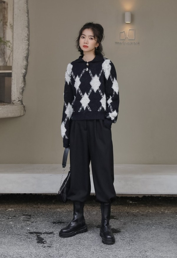 Black Collared Knit Sweater With Argyle Pattern | Soojin – (G)I-DLE