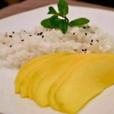 Khao niao mamuang (riz gluant au lait de coco et mangue fraîche)