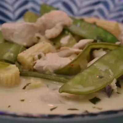 Soupe thaï de poulet au lait de coco