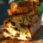 Cake pruneaux, roquefort, lardons