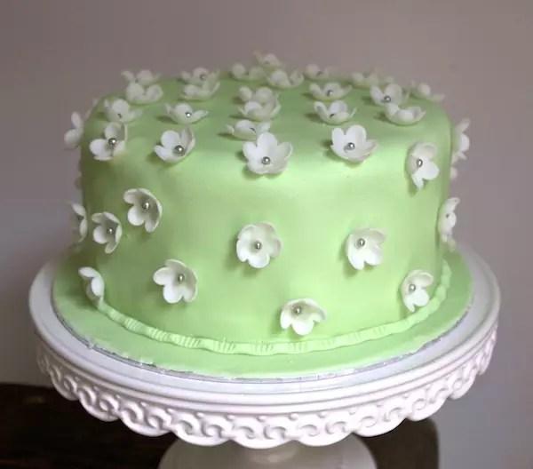 cake design fleurs pate à sucre