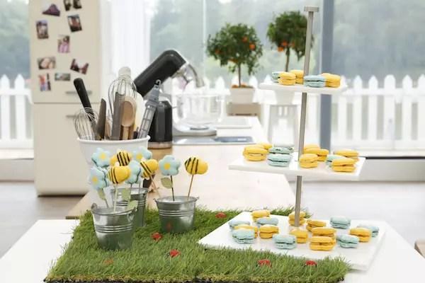 Anne Sophie meilleur patissier macarons fleurs abeilles Le Meilleur Pâtissier Semaine 6 – Les macarons fleurs & abeilles