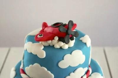 gateau-avion-nuages-pate-sucre