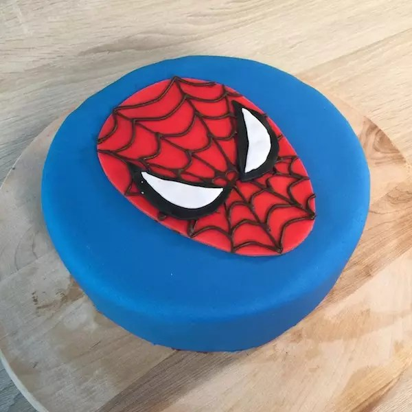 Gateau en pate a sucre spiderman