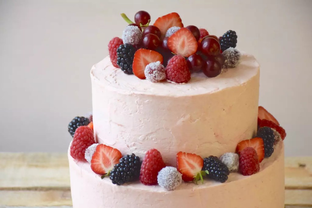 Vanilla cake and rhubarb swiss meringue buttercream