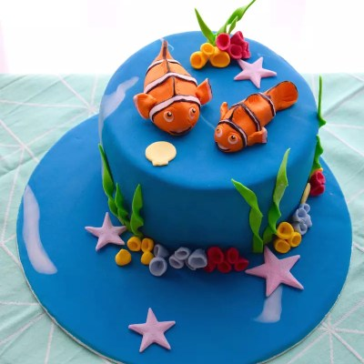 Finding Nemo cake {tips for modelling figures in fondant}