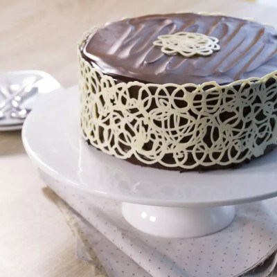 Mud Cake lace chocolate collar