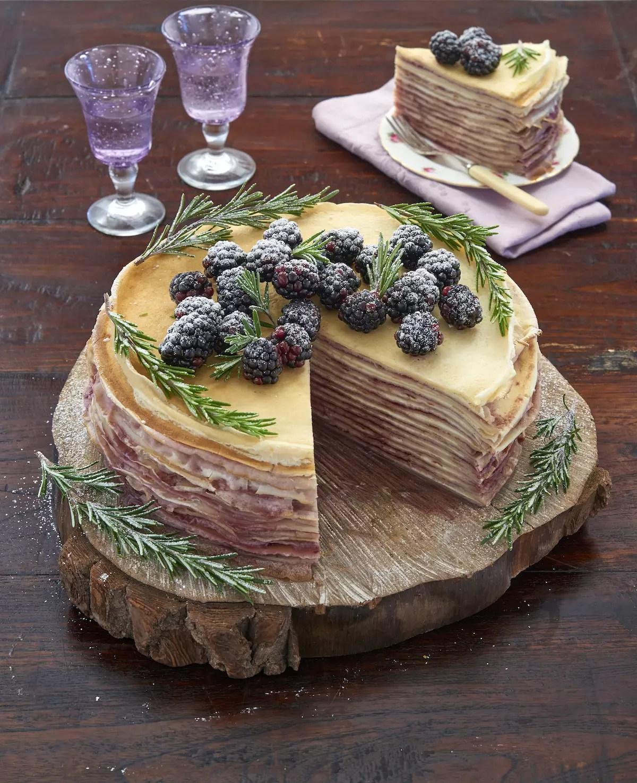 Gâteau de crêpes mures romarin
