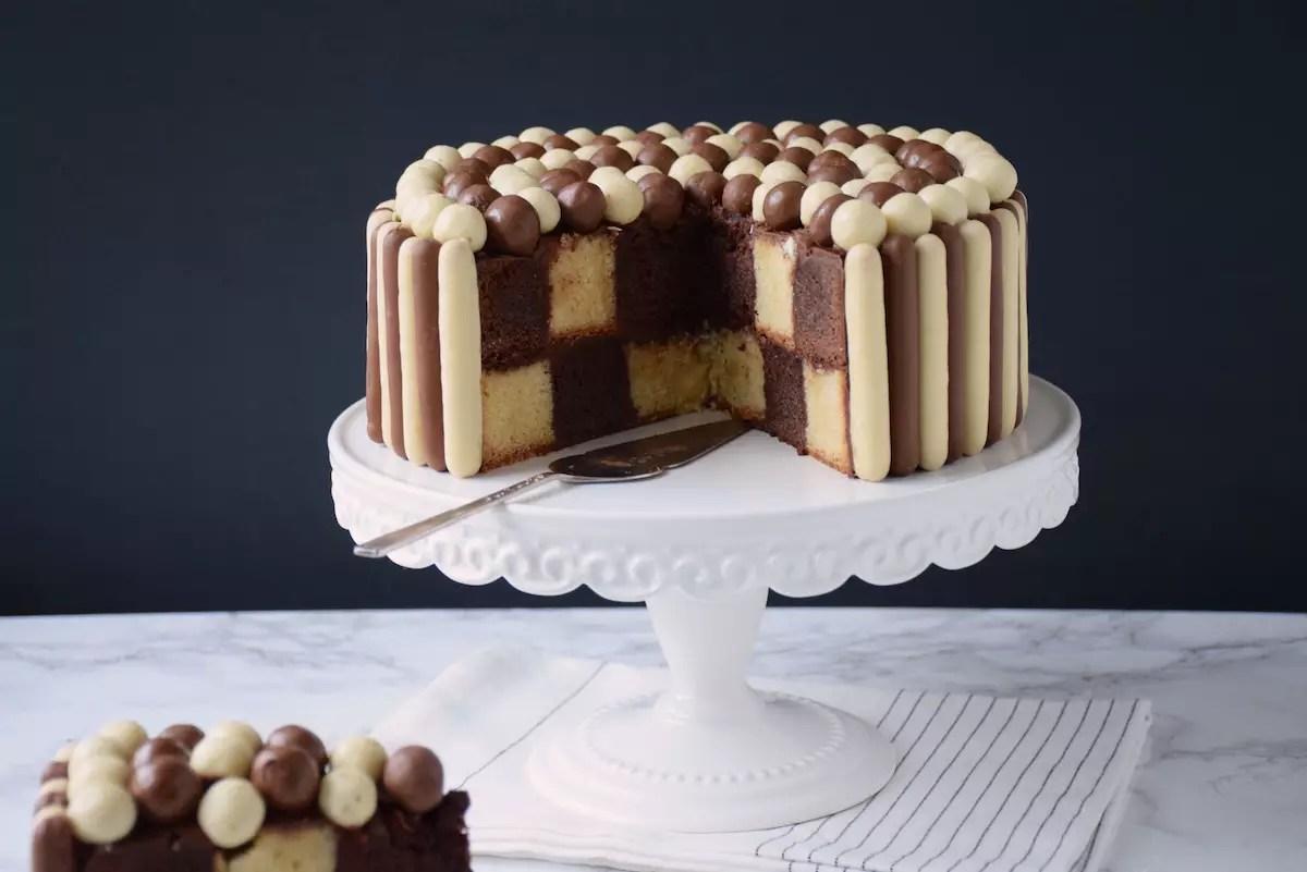 Gâteau damier noir & blanc sans moule spécial