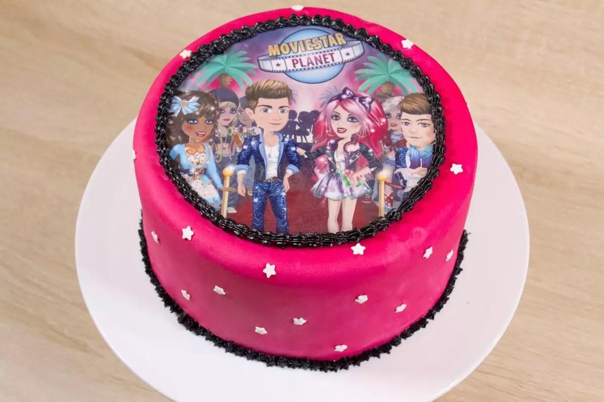 Gâteau movie star planet en décor pate à sucre