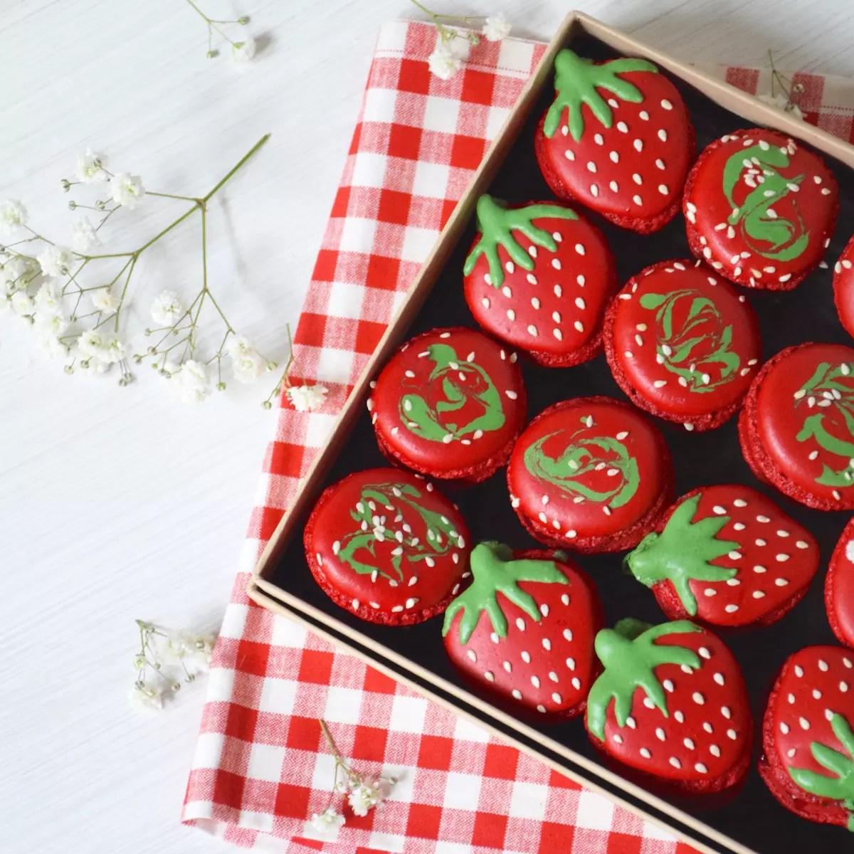 Macarons en forme de fraise