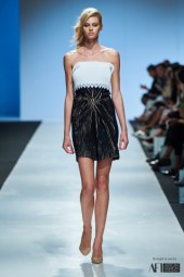 Lara Klawikowski mercedes benz fashion week cape town 2017 (1)