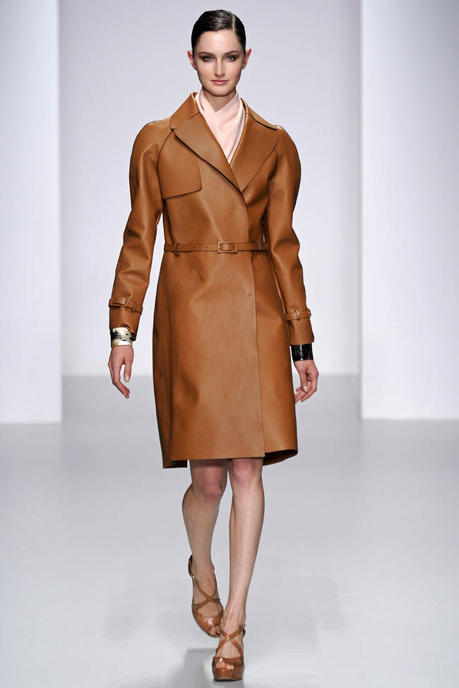 daks spring 2014 1 4 London Fashion Week Spring 2014 Trends That Inspire
