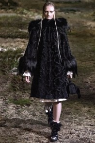 alexander-mcqueen-fall-winter-2014-show1