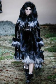 alexander-mcqueen-fall-winter-2014-show15