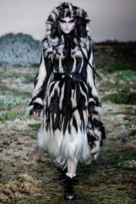 alexander-mcqueen-fall-winter-2014-show17