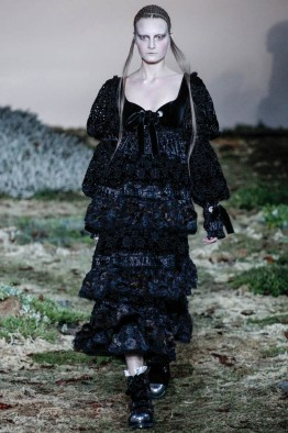 alexander-mcqueen-fall-winter-2014-show20