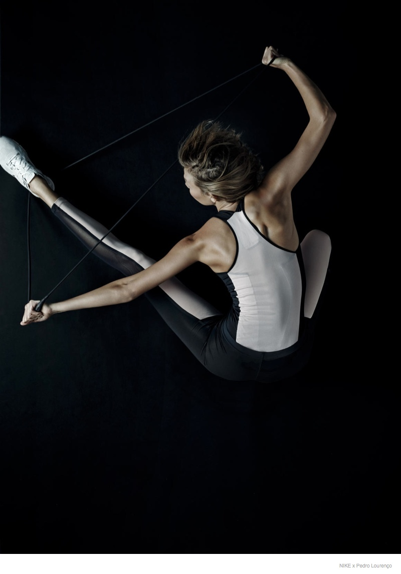 nike pedro lourenco photos karlie02 Karlie Kloss Gets Active in Nike x Pedro Lourenço Collection