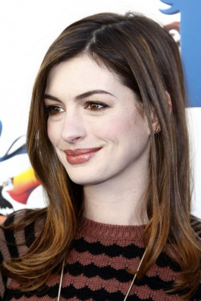 Anne-Hathaway-Straight-Hair-Medium-Length-Flip