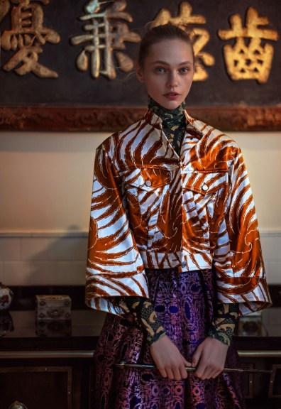 Anja-Rubik-Sasha-Pivovarova-Vogue-China-February-2016-Cover-Editorial08